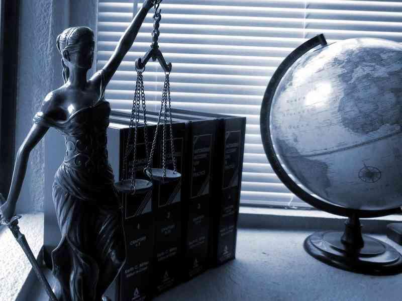 Prawnik prawa budowlanego
